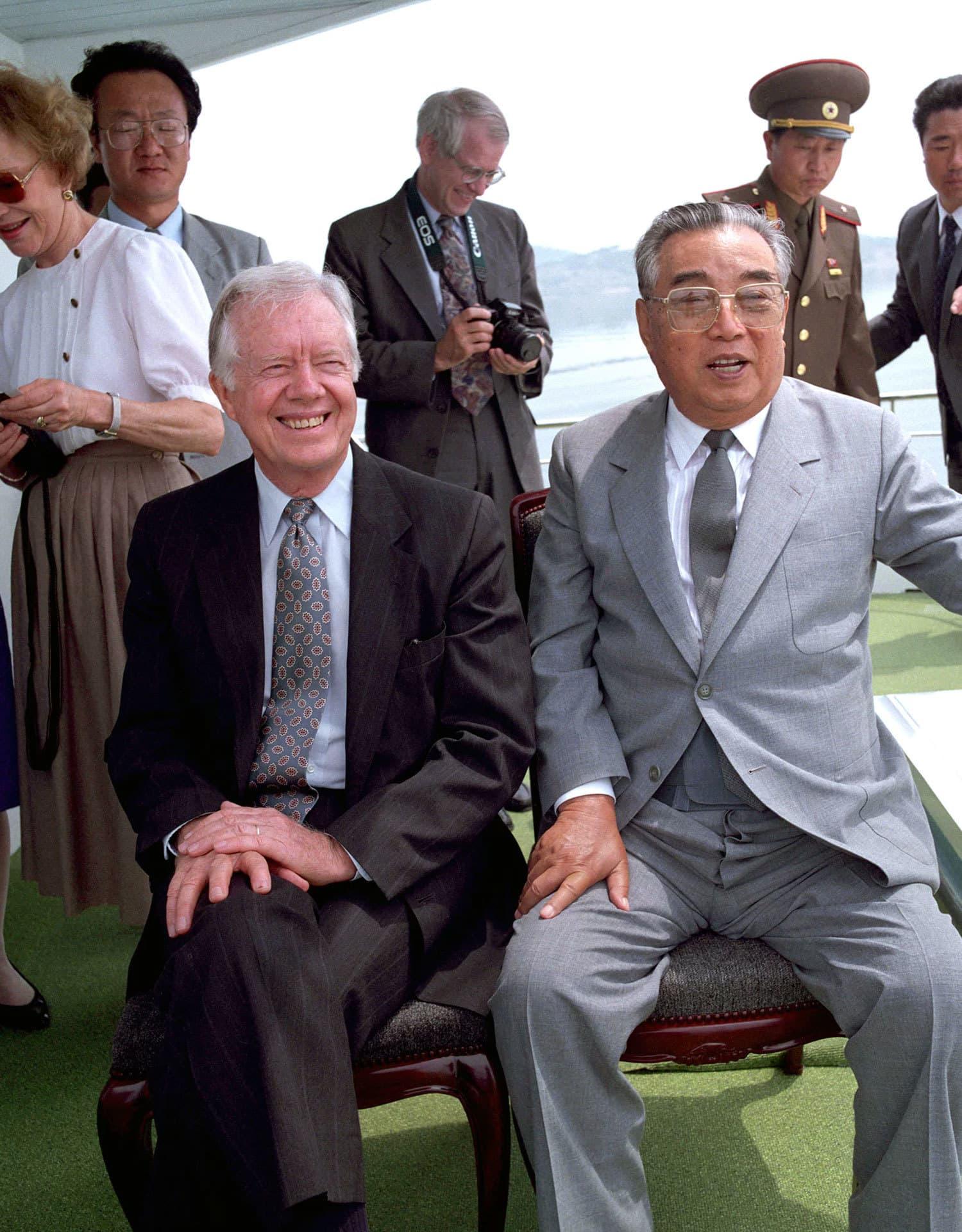 جمی کارٹر نے بل کلنٹن کے دور میں شمالی کوریا کا دورہ نجی حیثیت میں کیا—فوٹو: دی گارجین
