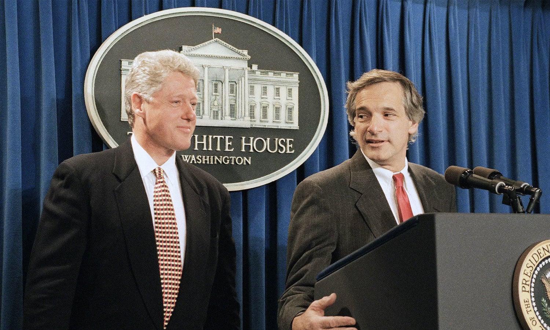 صدر بل کلنٹن نے 1993 میں سیکریٹری اسٹیٹ رابرٹ گلیشی کی سربراہی میں اعلیٰ وفد شمالی کوریا بھیجا تھا—فائل فوٹو: اے پی
