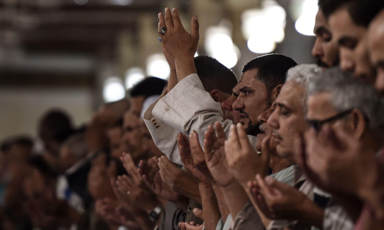 اس موقع پر ملک گیر سطح پر اللہ کے حضور گناہوں کی اجتماعی توبہ کی گئی —  فوٹو : اے ایف پی