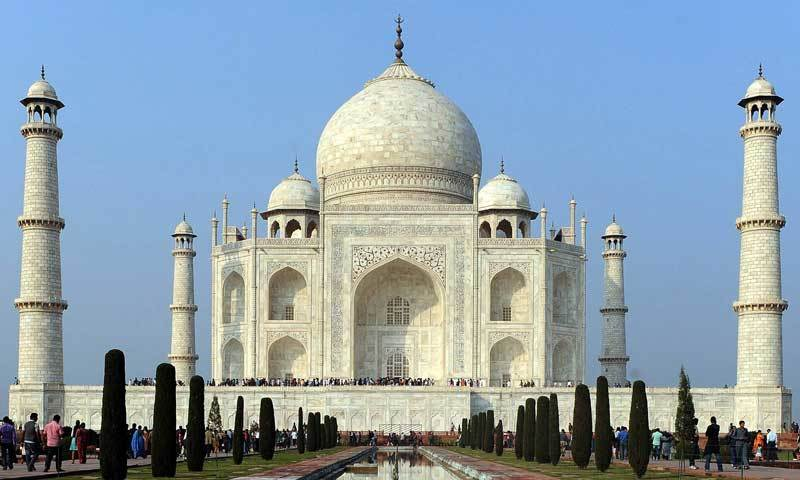 Hindu group assaults Taj Mahal gate