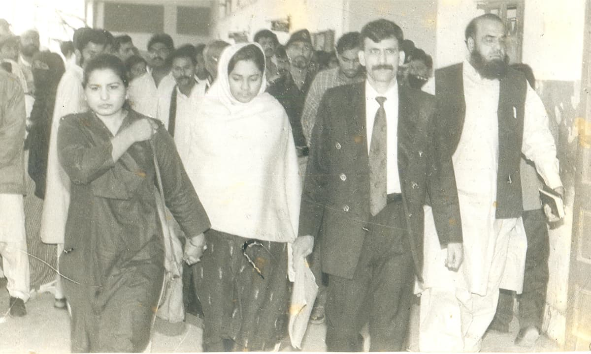 Asma Nawab walks with her lawyer, Javed Chhatari after her trial in 1999 in Karachi | Courtesy Javed Chhatari