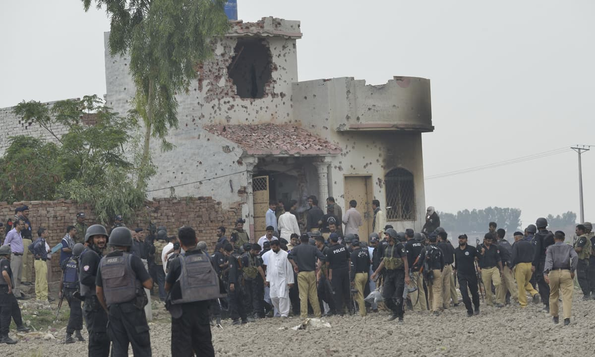 Police and military personnel at the site of Firdaus Colony encounter on July 17, 2014 | M Arif, White Star