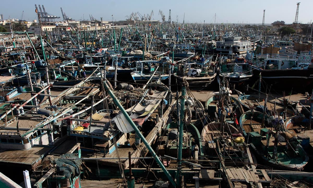 Boats at Kemari in Karachi | White Star
