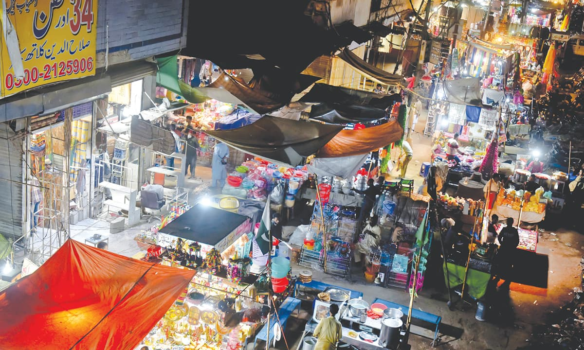 Business in full swing at Liaquatabad commercial area of Karachi on a December night | Fahim Siddiqui, White Star