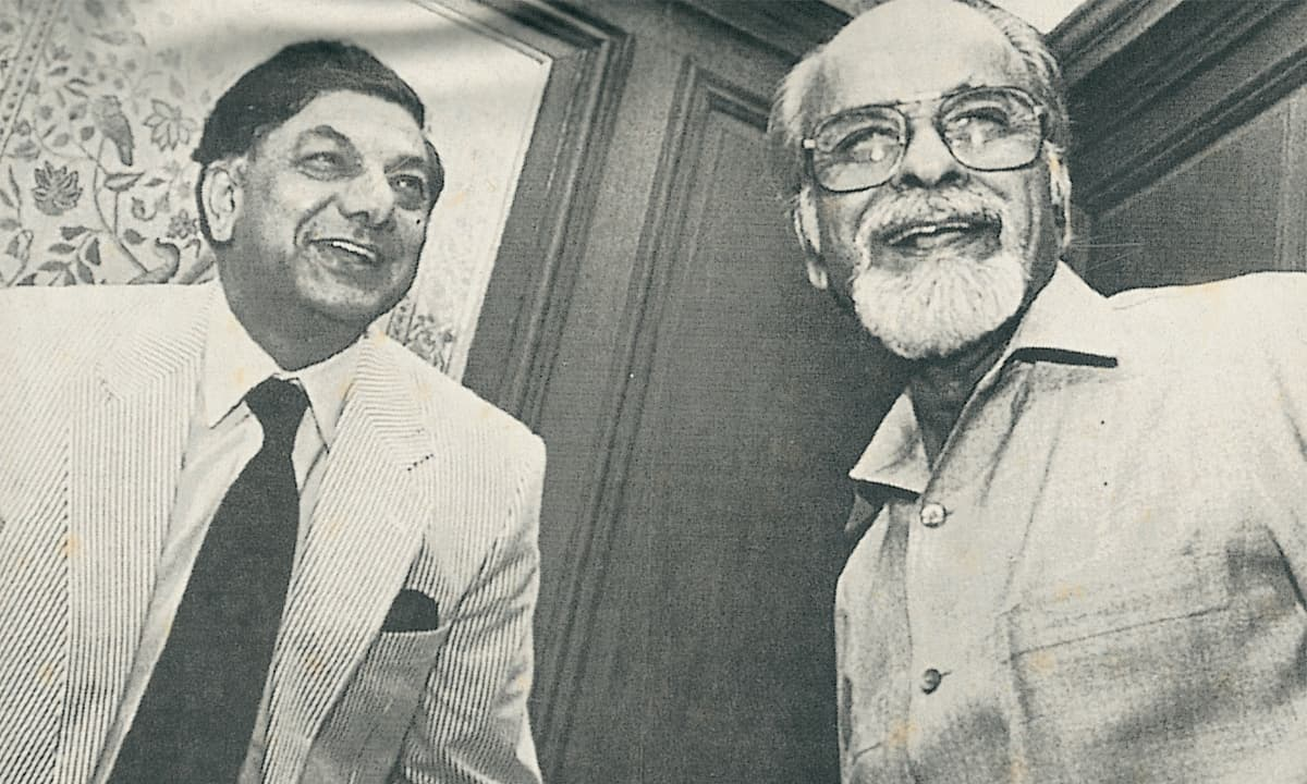 Riaz Khokhar with India's former prime minister Inder Kumar Gujral | Courtesy Riaz Khokhar