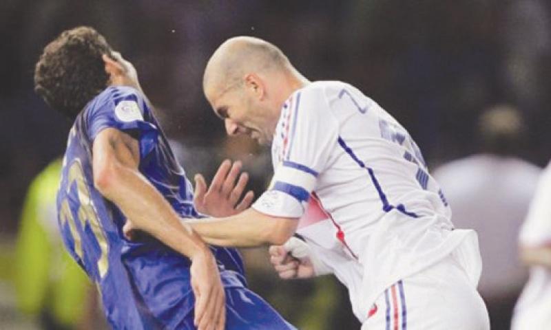 2006 کے ورلڈ کپ میں زین الدین زیڈان کا بدنامِ زمانہ ہیڈ بٹ