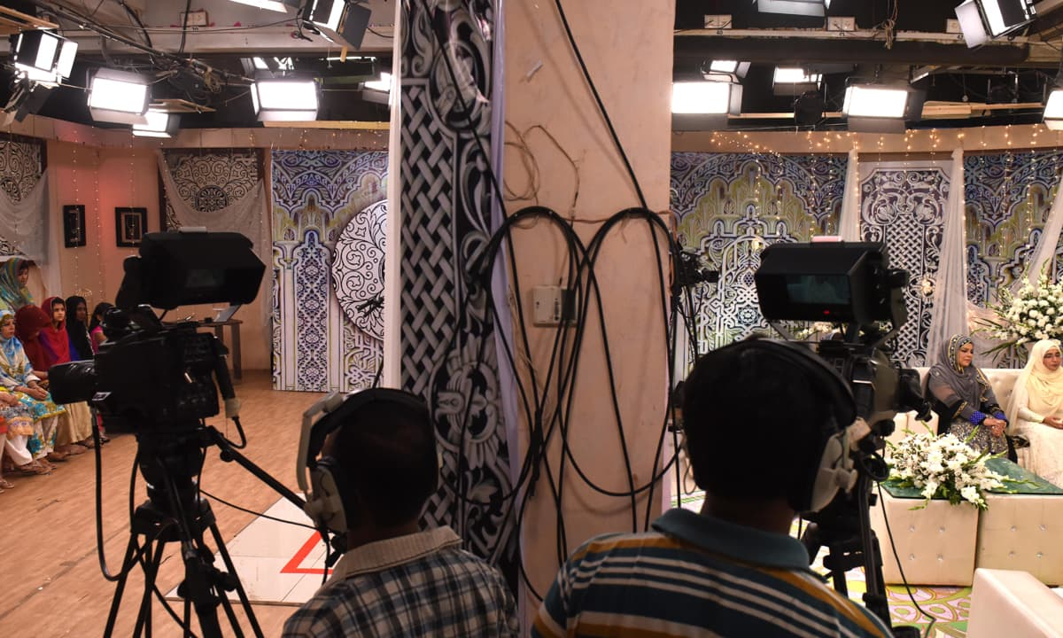 An elaborate set of Nida Yasir's morning show | Tahir Jamal, White Star