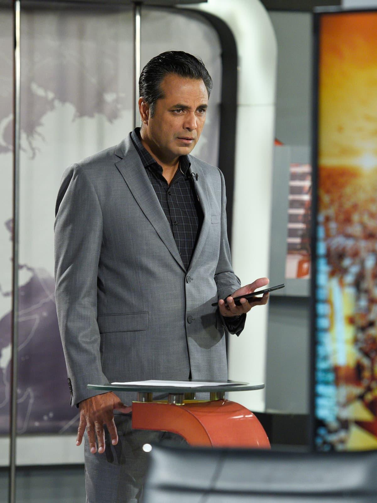 Talat Hussain | Tanveer Shahzad, White Star