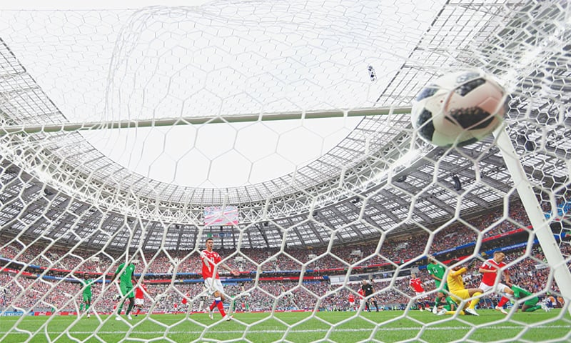 Russia opens the World Cup with an emphatic victory