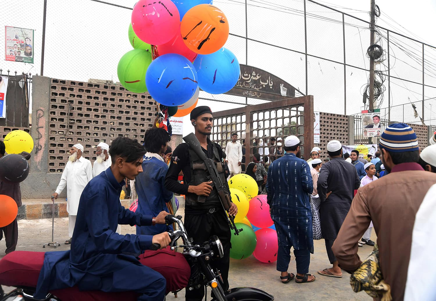 A policeman stands guard as worshippers leave after offering Eidul Fitr prayers in Karachi. — AFP
