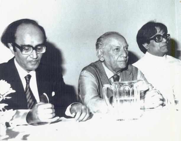 Mushtaq Ahmed Yousufi with Faiz Ahmed Faiz and Iftikhar Arif at Urdu Markaz in London in the 1980s.—picture courtesy Yasmeen Hameed