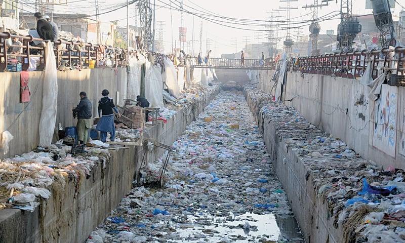 A garbage-strewn canal in Board Bazaar, Peshawar | Shahbaz Butt, White Star