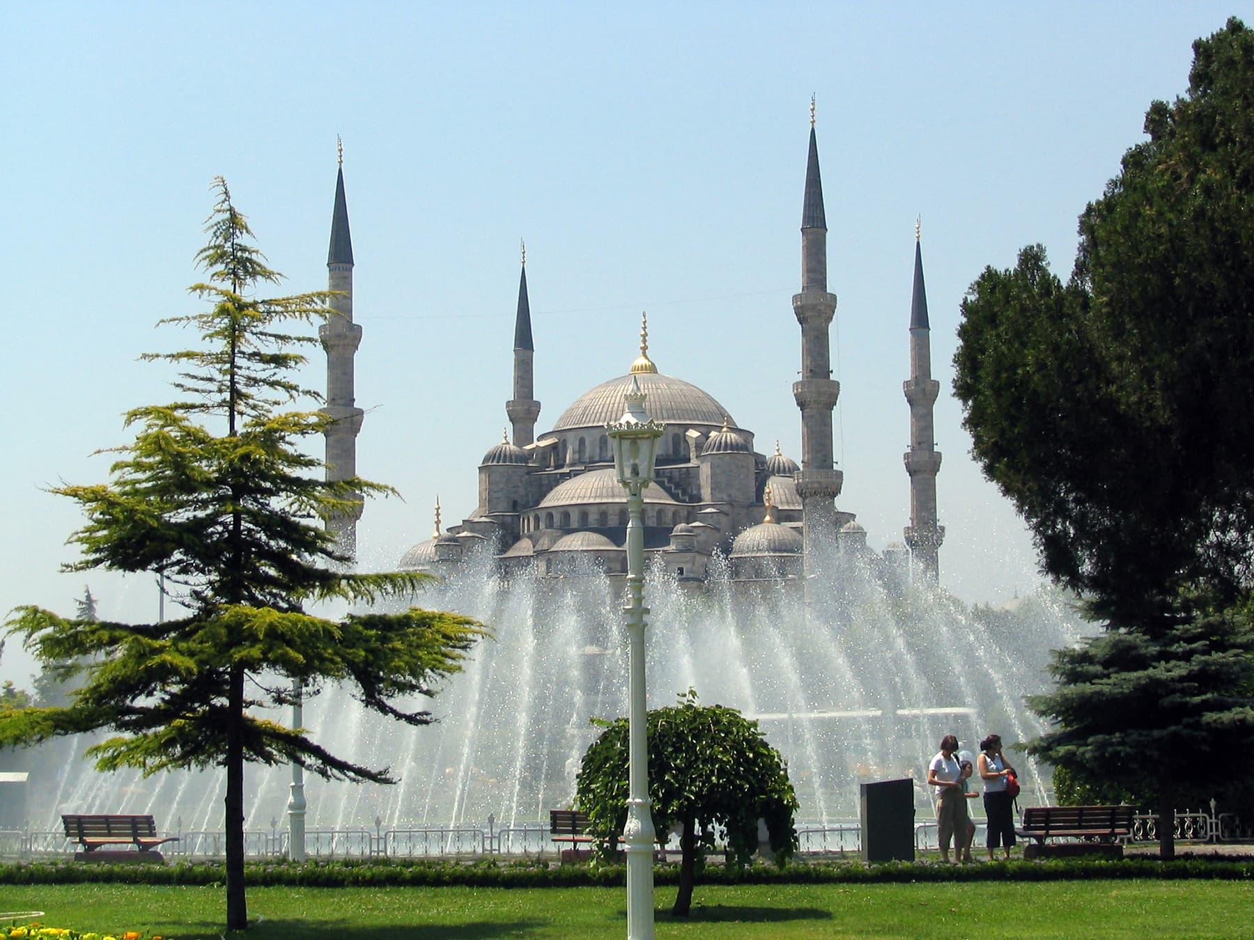 2007ء میں کھینچی گئی نیلی مسجد کی تصویر—تصویر عبیداللہ کیہر