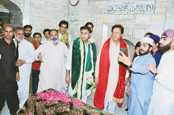 Pakistan Tehreek-i-Insaf chief Imran Khan laid a wreath and chador on the grave of Baba Fariduddin Gunjshakar on Thursday.—Online