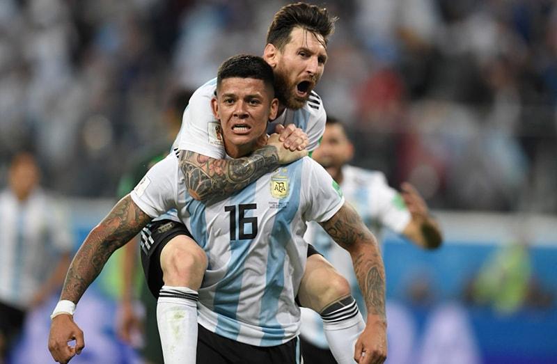 ارجینٹینا کے کھلاڑی میسی اور مارکوس  روہو—آن لائن