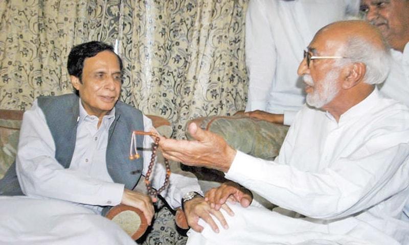 Chaudhry Pervez Elahi meets Sardar Mumtaz Khan Tamman. — Dawn