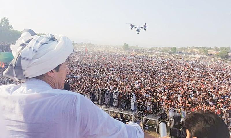 BANNU: Pakistan Tehreek-i-Insaf chief Imran Khan addresses the rally, wearing a traditional turban.