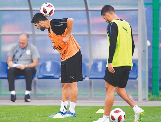 URUGUAY captain Luis Suarez (L) prepares for Friday's quarter-final during a practice session.—AFP