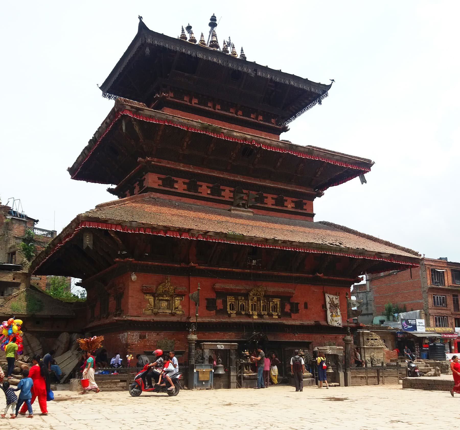 نیپال میں واقع ایک قدیم مندر—تصویر شبینہ فراز