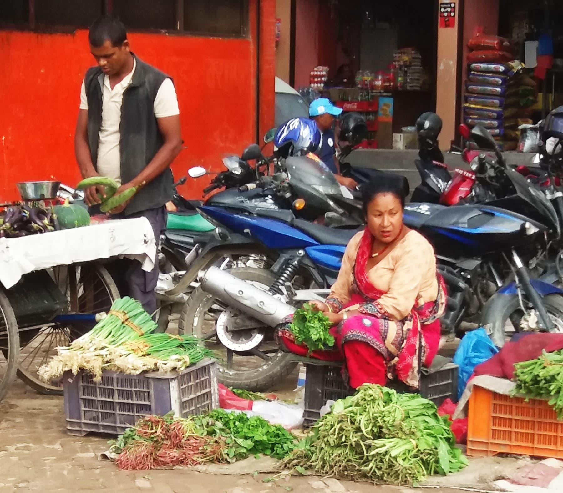 سبزی فروش ایک نیپالی خاتون—تصویر شبینہ فراز