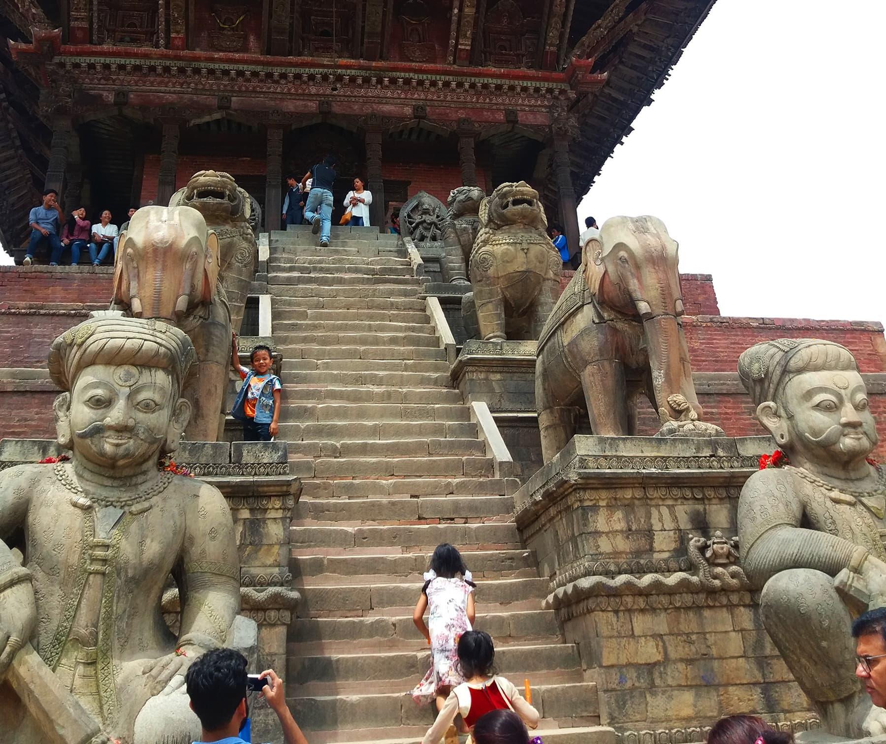 نیپال میں سنگ تراشی کے نہایت خوبصورت نمونے دیکھنے کو ملتے ہیں—تصویر شبینہ فراز