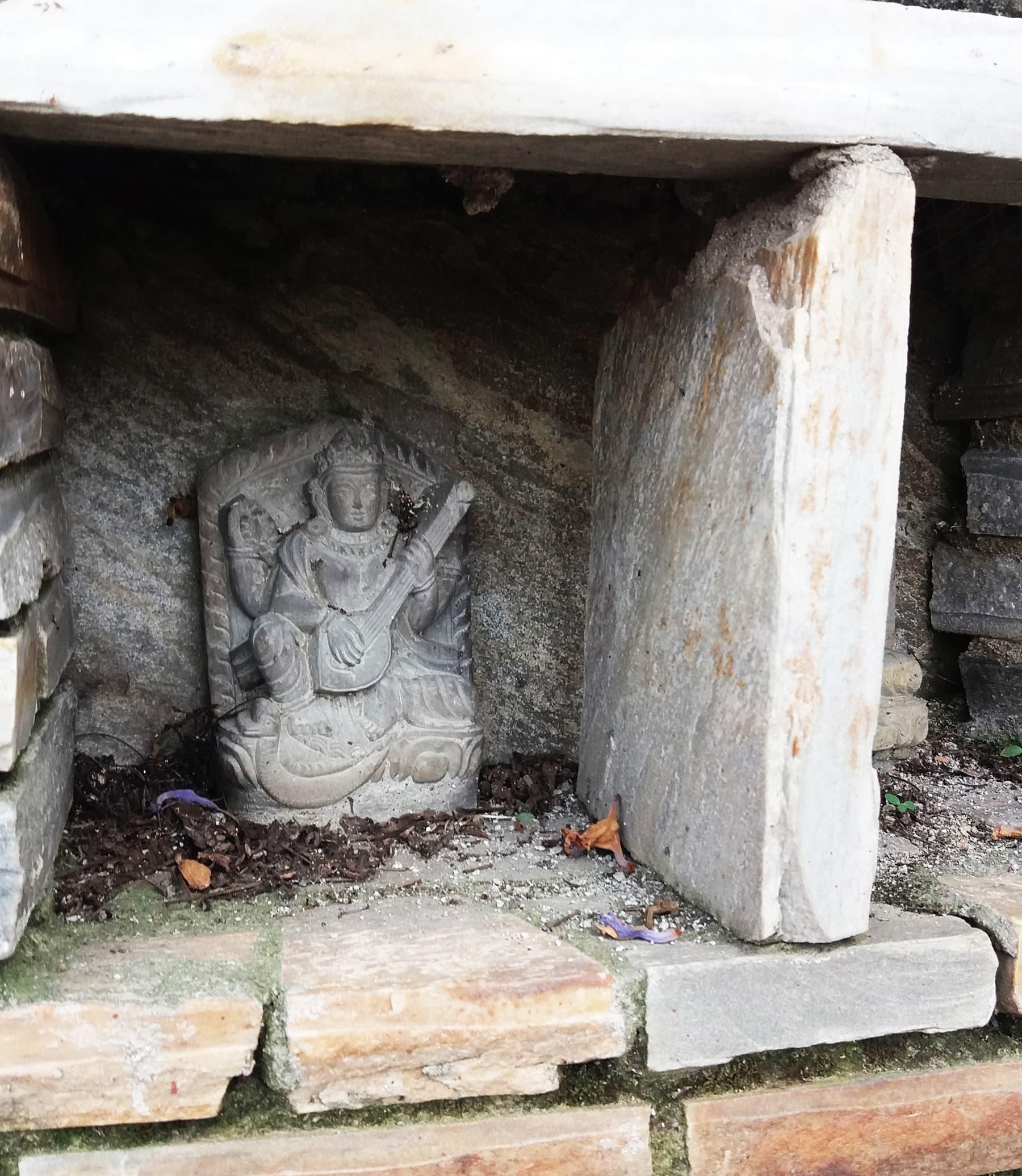 نیپال میں قدم قدم پر مندر نظر آجاتے ہیں—تصویر شبینہ فراز