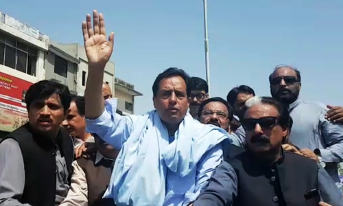 Capt Safdar finally arrested by NAB authorities after Pindi power show