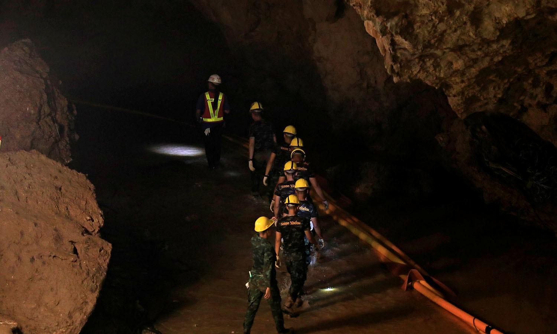 شمالی تھائی لینڈ میں تھام لوآنگ غار کو بارش کے موسم میں سیلابی صورتحال کا سامنا کرنا پڑتا ہے، یہ صورتحال ستمبر یا اکتوبر تک جاری رہتی ہے — فوٹو: اے ایف پی