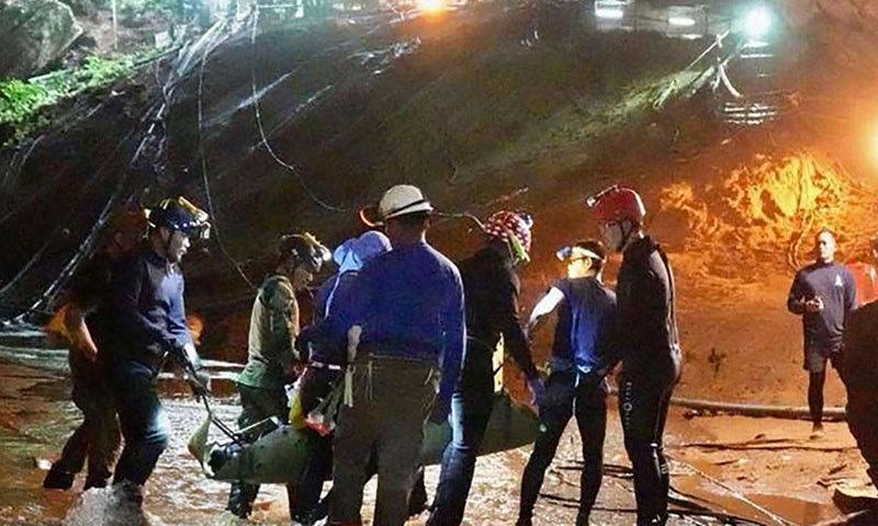 بچے 23 جون کو سیر و تفریح کے دوران غار میں پھنس گئے تھے—فوٹو: اے ایف پی