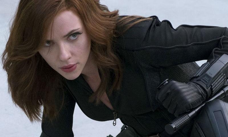 اسکارلٹ جانسن بلیک وڈو کا کردار مختلف فلموں میں ادا کر چکی ہیں—اسکرین شاٹ