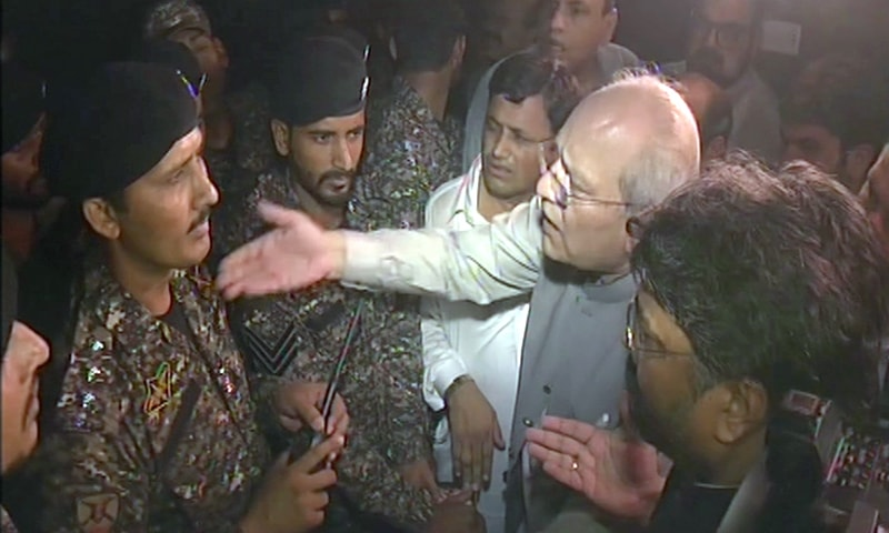 PML-N's Mushahidullah Khan in a heated conversation with ASF personnel. ─ DawnNewsTV