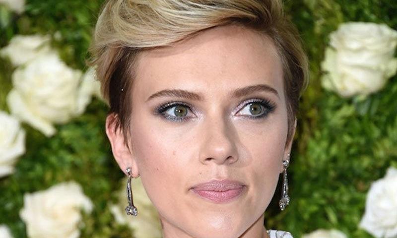 اداکاراؤں میں سر فہرست اسکارلٹ جانسن رہیں جنھوں نے 40.5 ملین ڈالر کمائے۔ اس کمائی سے وہ اداکاروں اور اداکاراؤں کی مشترکہ فہرست میں ساتویں نمبر پر ہیں