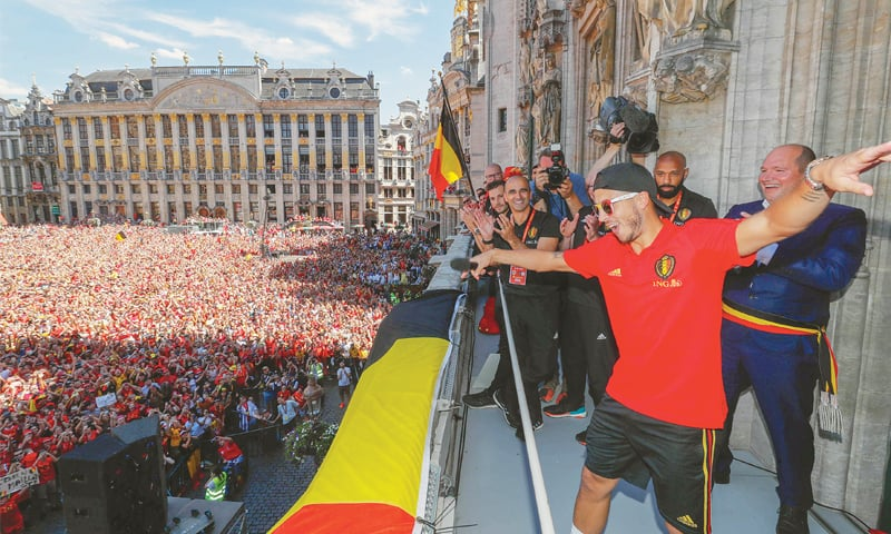 EDEN Hazard and mayor of Brussels Philippe Close celebrate at the Grote Markt in Brussels city centre.—AFP