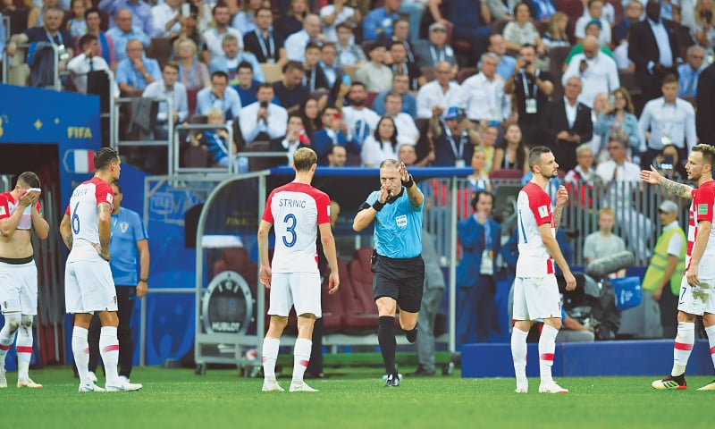 MOSCOW: Argentine referee Nestor Pitana (third R) calls for a penalty after a VAR review as Croatia players look on during the World Cup final against France at the Luzhniki Stadium.—Reuters