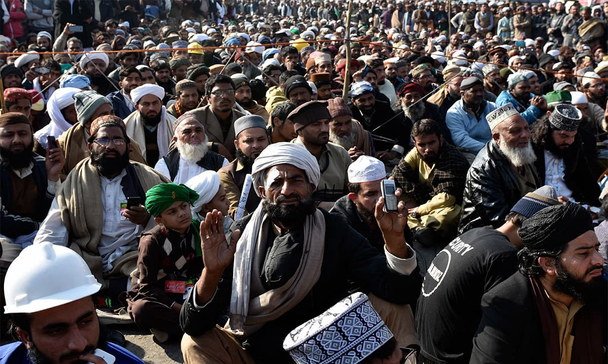 Tehreek-e-Labbaik protesters at the sit in at Faizabad | Tanveer Shahzad, White star