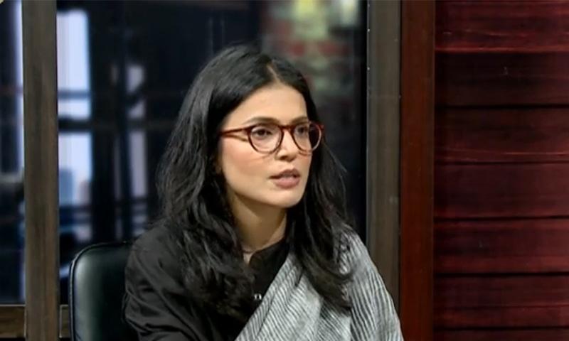 Quratulain Ali Khan discusses her report for Herald titled 'The Missing Daughters of Pakistan' with Mubashir Zaidi, Zarrar Khuhro and Alia Chughtai on DawnNewsTV talk show, 'Zara Hat Kay'. ─ DawnNewsTV