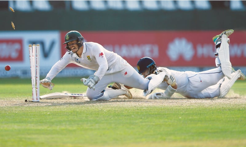 South African wicket-keeper Quinton de Kock runs out Sri Lankan batsman Kusal Mendis during the second Test at the SSC Ground on Saturday.—Reuters