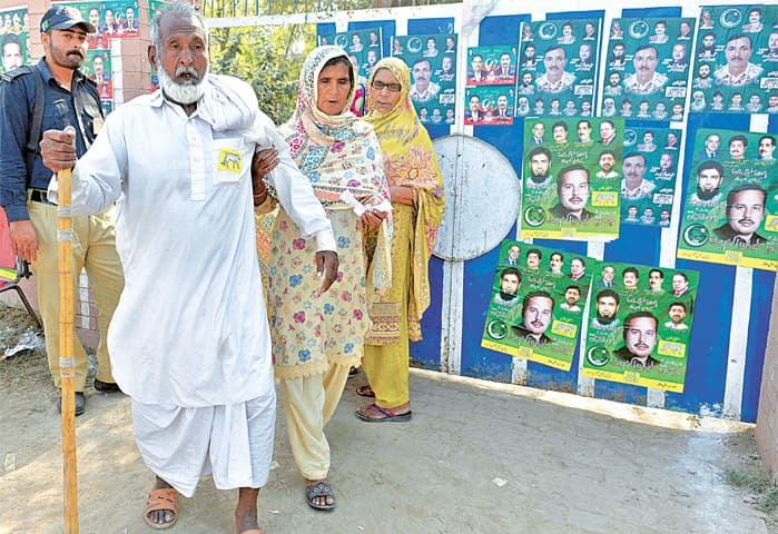 Physically-challenged senior citizens face lack of facilities | Photo by Arif Ali /White Star
