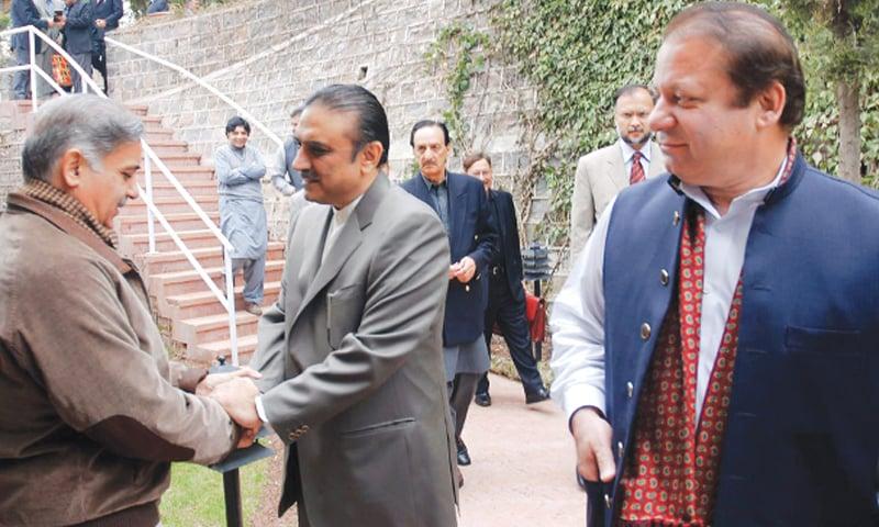 Asif Ali Zardari shakes hands with Shahbaz Sharif while Nawaz Sharif looks on |Tanveer Shahzad/White Star
