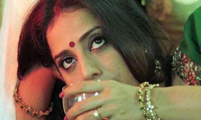 ماہی گل نے صاحب بیوی اور گینگسٹر کی تینوں فلم میں بیوی کا کردار ادا کیا ہے—اسکرین شاٹ