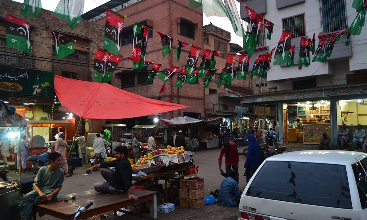 Flags representing Pakistan Peoples Party in Keamari, Karachi | Momina Manzoor Khan