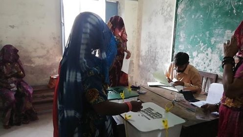 A woman casts her vote in Badin. ─ Photo courtesy Hanif Samoon