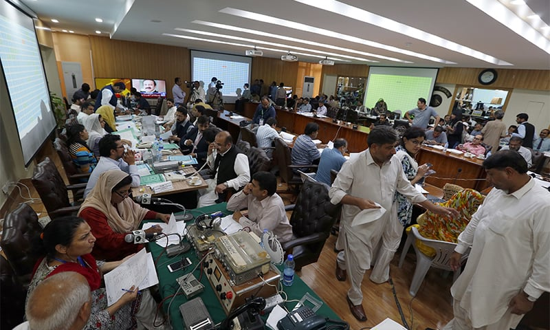 ECP staff compile the official results of the parliamentary elections in Islamabad. ─ AP