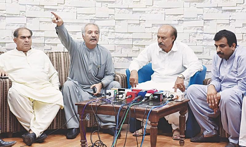 PPP leader Jamil Soomro makes a gesture as Nisar Khuhro and others look on and MMA leader Maulana Rashid Mehmood Soomro speaks at separate press conferences in Larkana.—Dawn