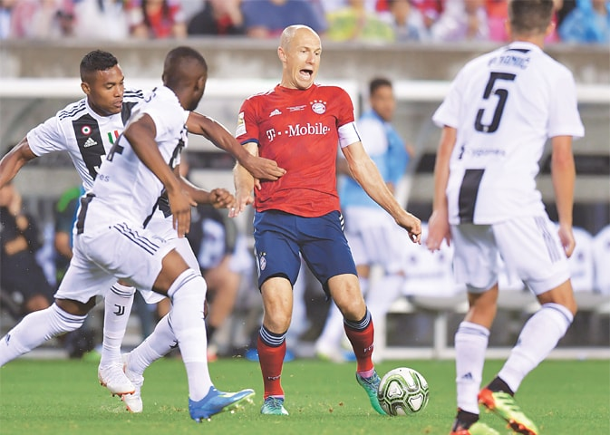 PHILADELPHIA (Pennsylvania): Bayern Munich's Arjen Robben (C) vies with Juventus players at the Lincoln Financial Field.—AFP
