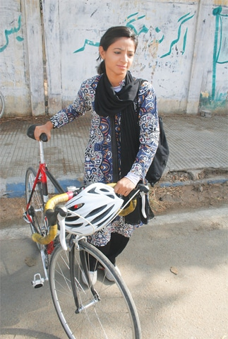 Girls too are taking to riding bicycles in Karachi | Tahir Jamal/White Star