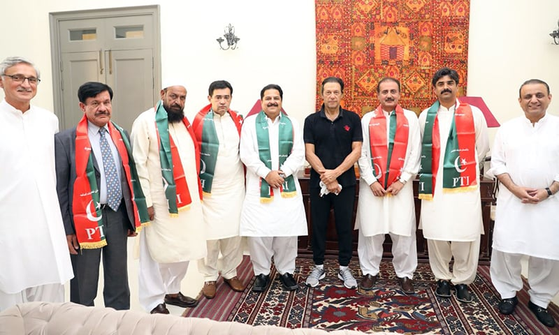 PTI Chairman Imran Khan meets with elected independents from Punjab who announced they would be join the party. — PTI Central Media Department