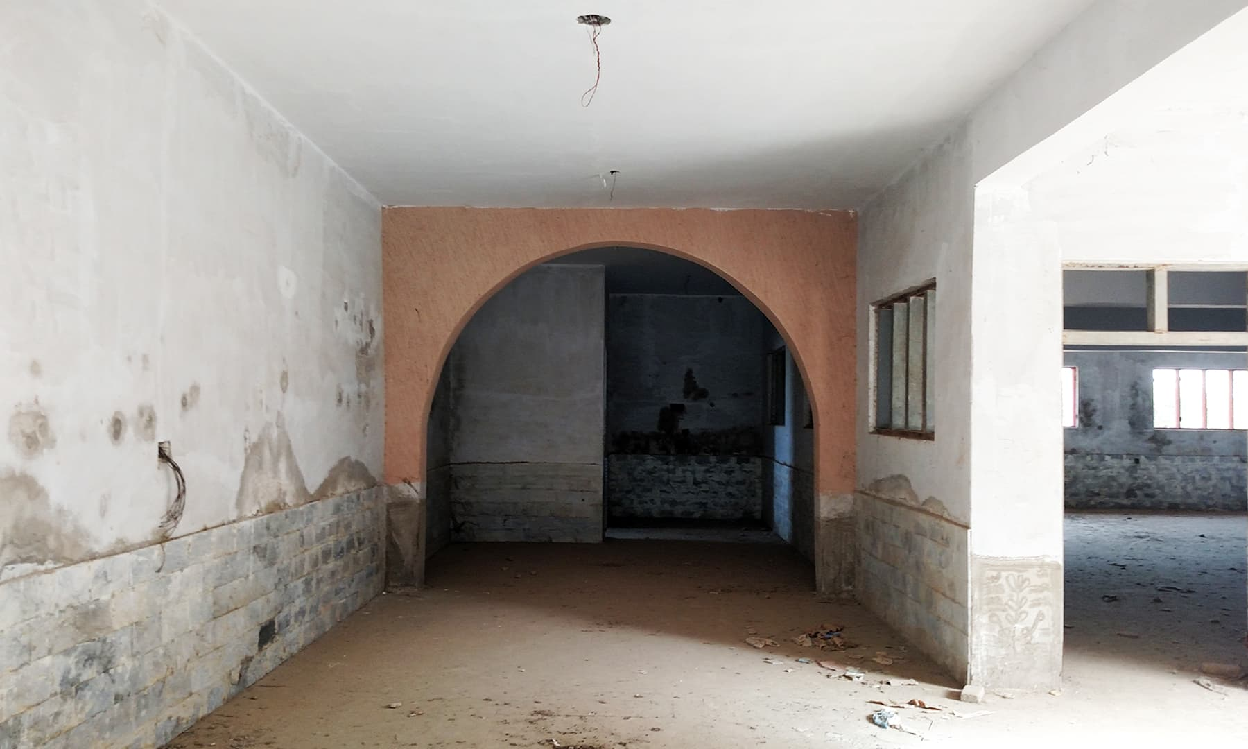 مرکزی تدریسی عمارت کا ایک زیرِ تعمیر حصہ۔ — بلال کریم مغل