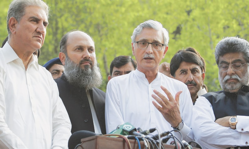 ISLAMABAD: Pakistan Tehreek-i-Insaf leader Shah Mahmood Qureshi, Jahangir Tareen and BAP leader Jam Kamal hold a joint press conference at Banigala on Tuesday.—White