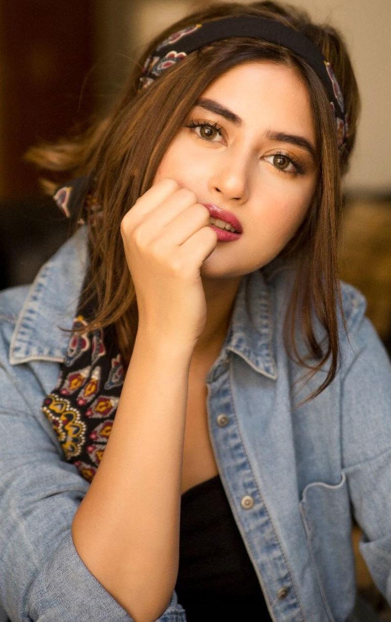 احد رضا میر نے سجل علی کو بہترین اداکارہ اور خوبصورت خاتون قرار دیا—فوٹو: سجل علی انسٹاگرام